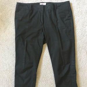Vineyard Vines dark green Capri pants. Size 12